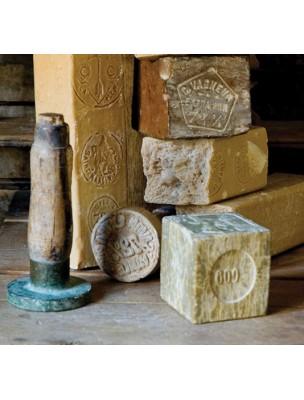 https://www.louis-herboristerie.com/46332-home_default/savon-noir-hypoallergenique-olive-bio-nettoyant-soin-multi-usages-5-litres-rampal-latour.jpg